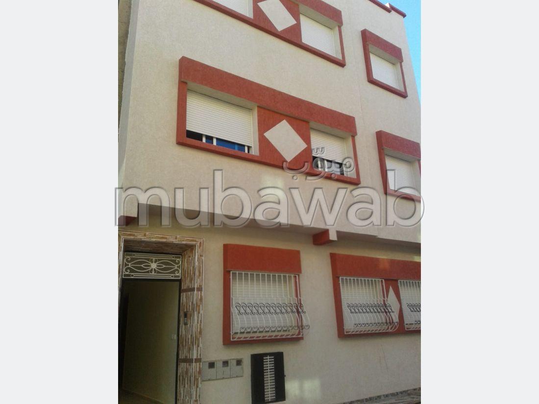 Vend appartement à El Hadadda. 3 chambres.