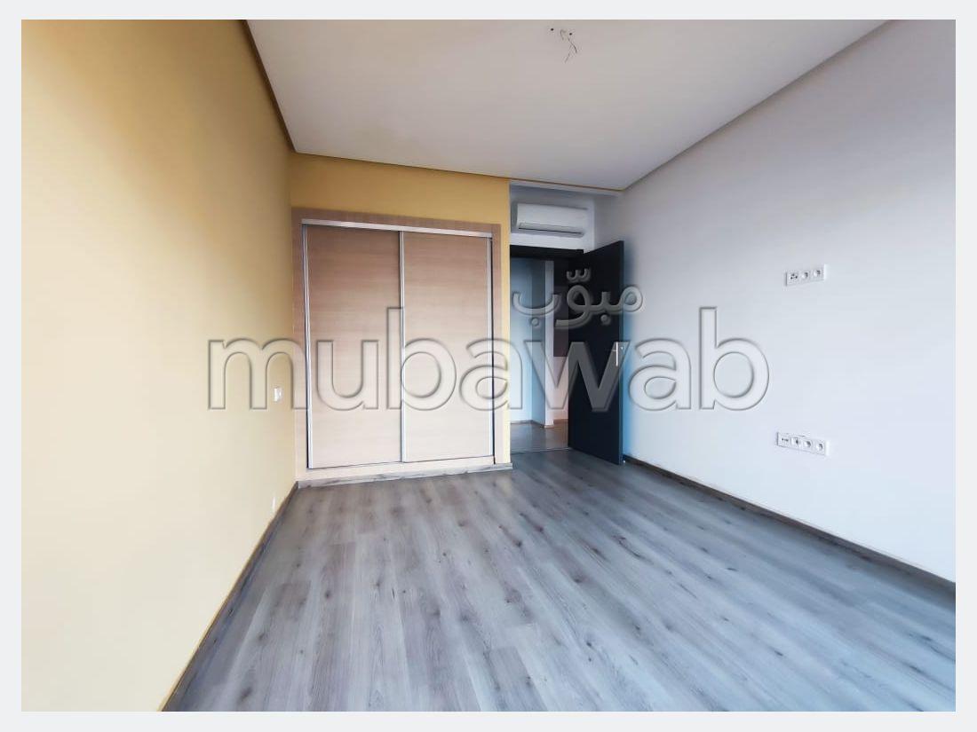 شقة جميلة للكراء بكليز. المساحة الإجمالية 80 م². مفروشة.