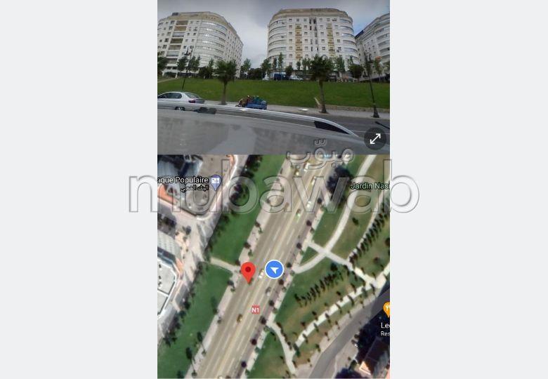 مكاتب ومحلات للبيع ب السواني. المساحة الكلية 1150 م². أماكن لوقوف السيارات وحديقة جميلة.