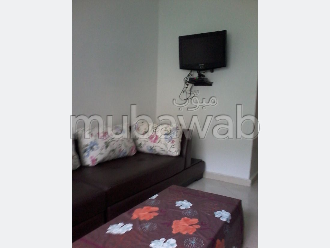 Flat for rent in Nassim. 2 Small bedroom. Storage unit.