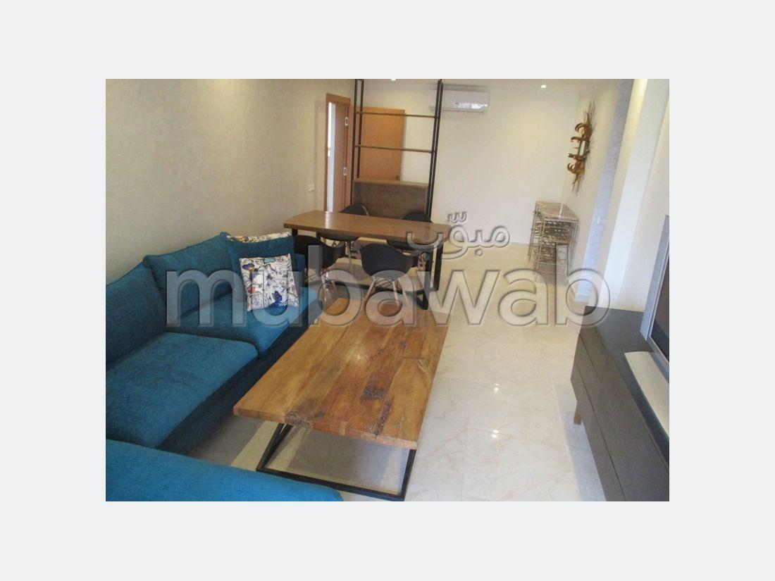 Encuentra un piso en alquiler en Agdal. 2 Dormitorio. Mobiliario.