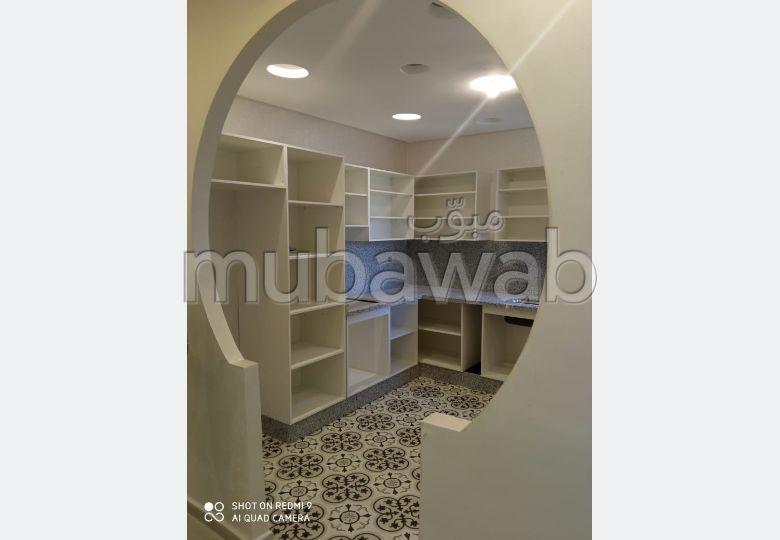 Appartement à vendre à El Jadida R+2. Proche mer. 2 chambres agréables. Salon européen