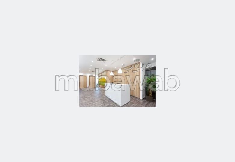 Location de bureaux en Centre. Surface totale 90 m². Bien meublé.