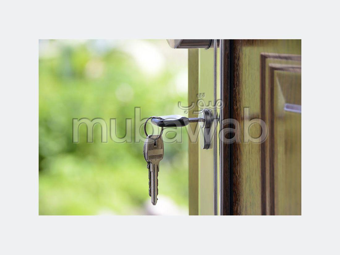 شقة جميلة للبيع ب ميموزا. المساحة الإجمالية 147 م². إقامة آمنة ومجهزة بنظام استقطاب قنوات الأقمار الصناعية.