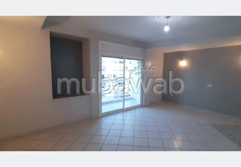 Se alquila este piso en Taddart. 4 Estudio. Ventanas con doble acristalamiento y puerta blindada.