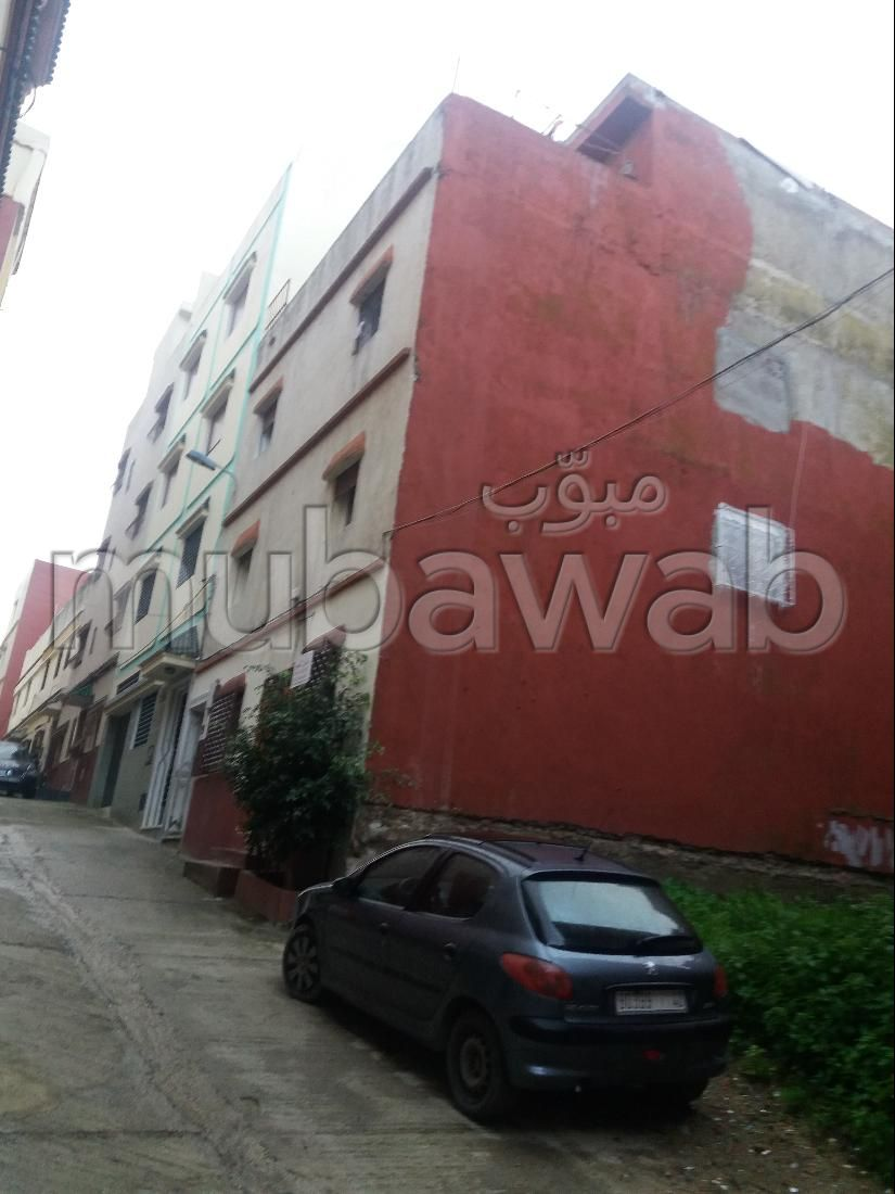 Very nice house for sale in Moujahidine. 9 large rooms.