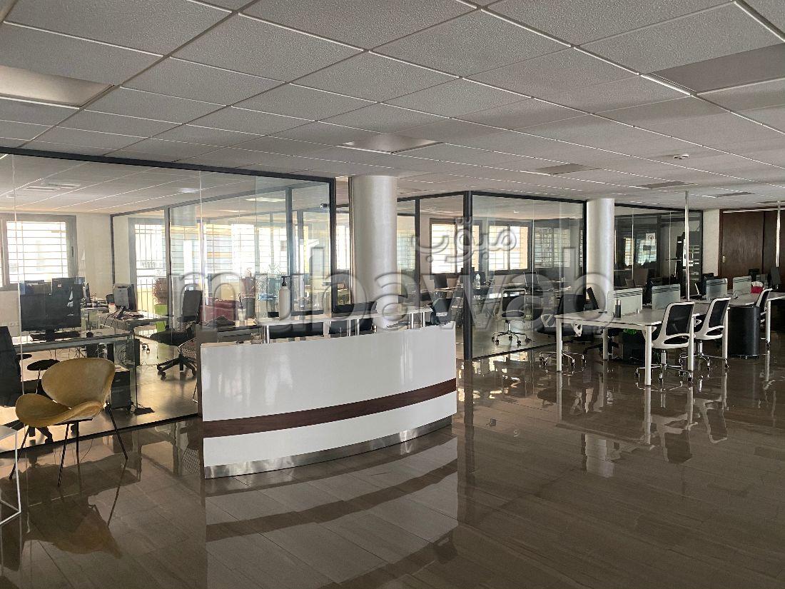 عقارت تجارية للكراء باكدال. المساحة الإجمالية 480 م². بواب ومكيف الهواء.