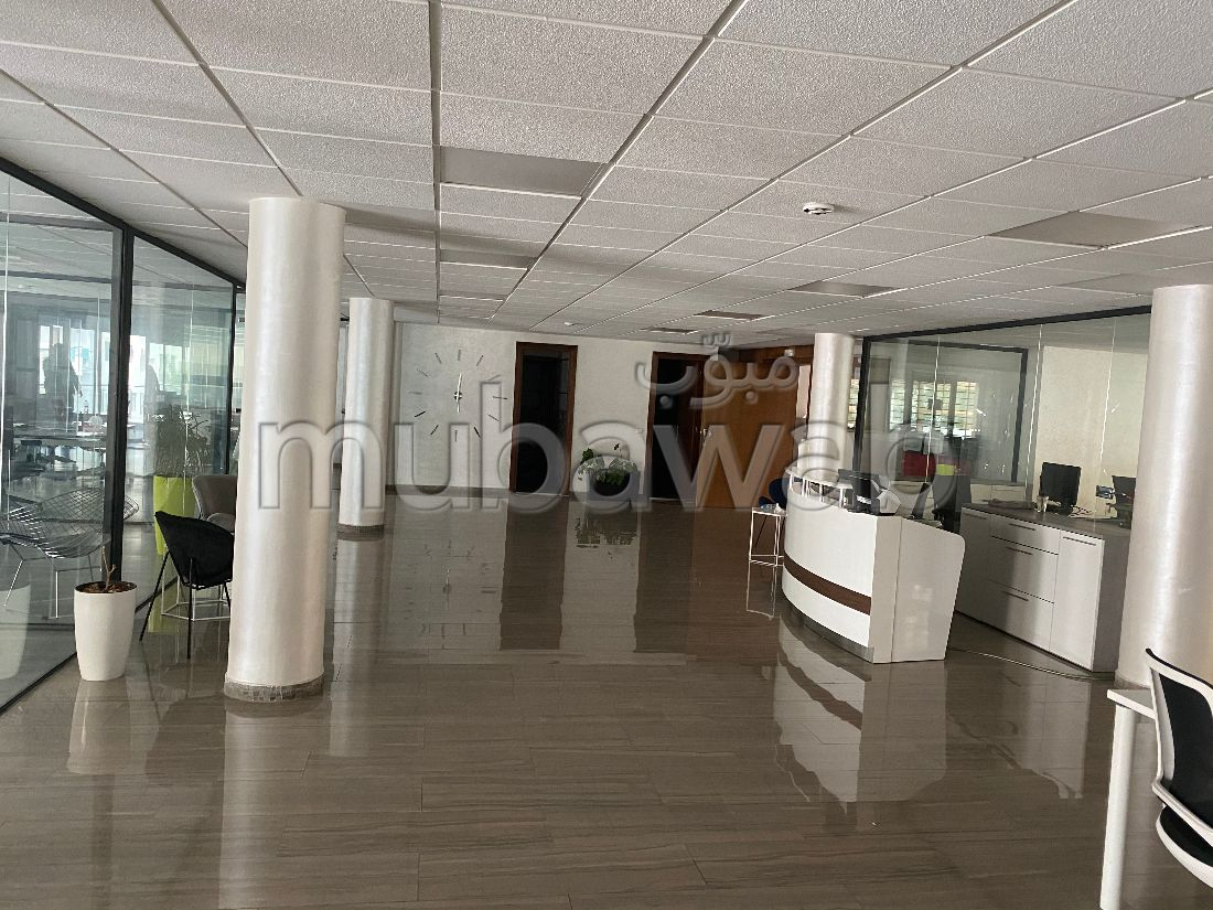 Offices for rent in Agdal. Total area 480 m². Parking spaces and terrace.