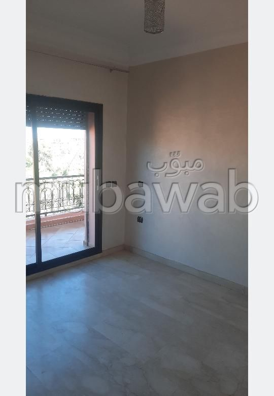 شقة رائعة للإيجار بكليز. 2 غرف ممتازة. نوافذ زجاجية مزدوجة ومدفئة مركزية.