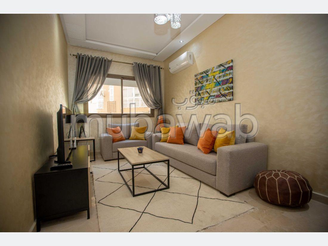 شقة جميلة للبيع ب ميناء طنجة المدينة. 6 قطع رائعة. شرفة ومصعد.