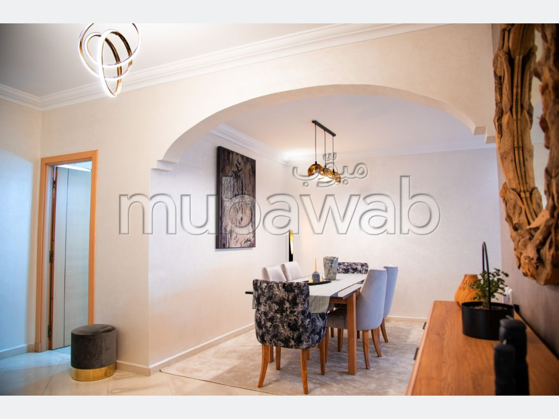 Sale of a lovely apartment in Bourgogne Est. 3 Room. Satellite dish and security.