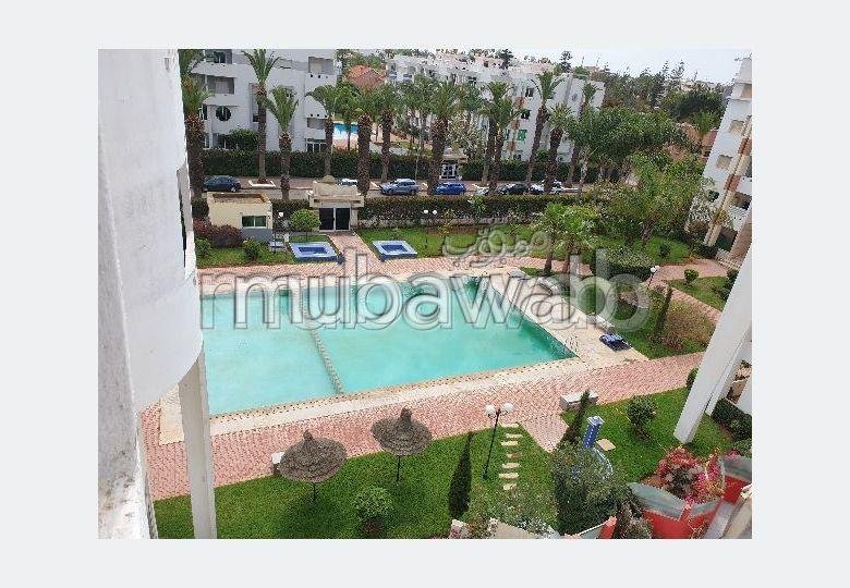 شقة جميلة للكراء بوسط المدينة. المساحة 90 م². مفروشة.