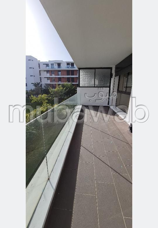 Appartement de vacances à louer à Quartier Des Ambassades. Superficie 200 m². Porte blindée et résidence sécurisée.