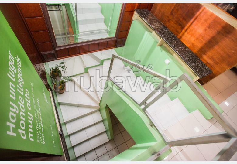 Oficinas y locales comerciales en venta en De La Plage. Superficie de 150 m². Residencia con seguridad.