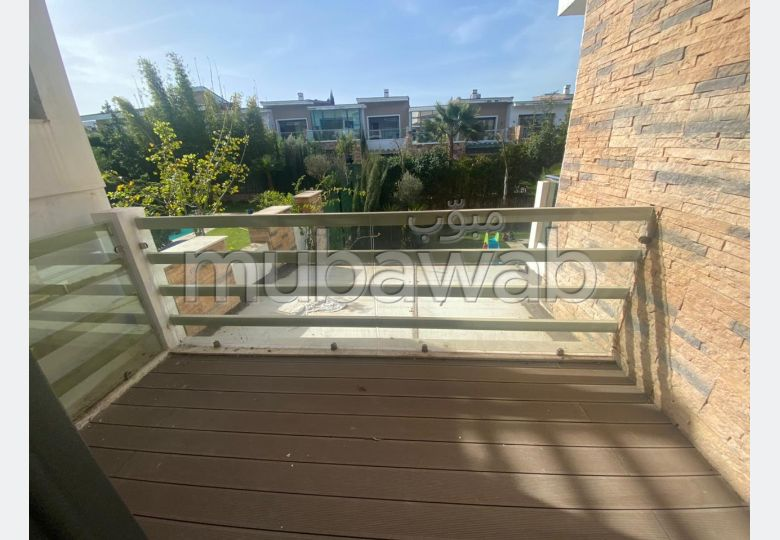 Apartment to purchase. 3 beautiful rooms. Beautiful terrace and garden.