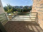 شقة للبيع ببوسكورة. المساحة الإجمالية 232 م². شرفة جميلة وحديقة.