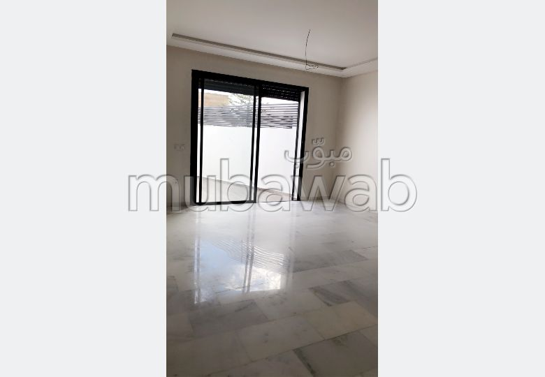 Appartement à l'achat à Casablanca. Superficie 102 m². Porte blindée et résidence sécurisée