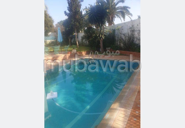 فيلا رائعة للبيع ب أنفا العليا. 3 غرف ممتازة. الراحة الكاملة مع حمام سباحة ومدفأة.