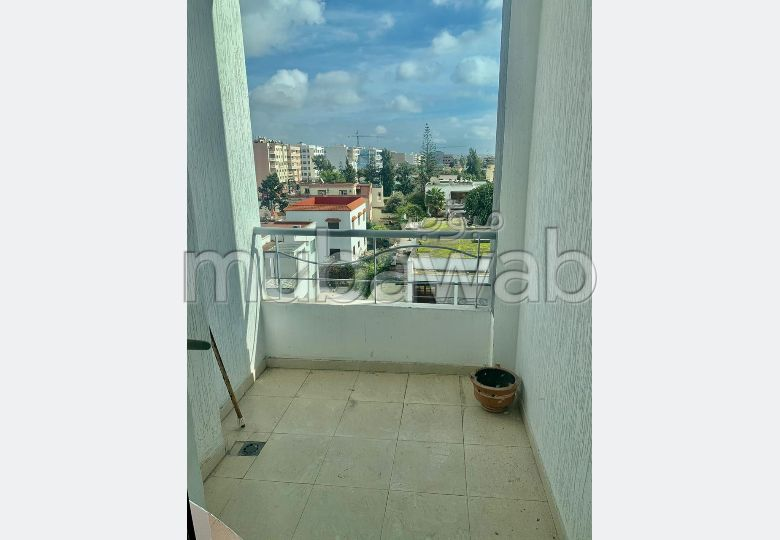 Great apartment for rent in Franceville. 3 Small bedroom. Lift and parking.