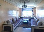 شقة رائعة للايجار بحـي الشاطئ. المساحة الكلية 135 م². مصعد.