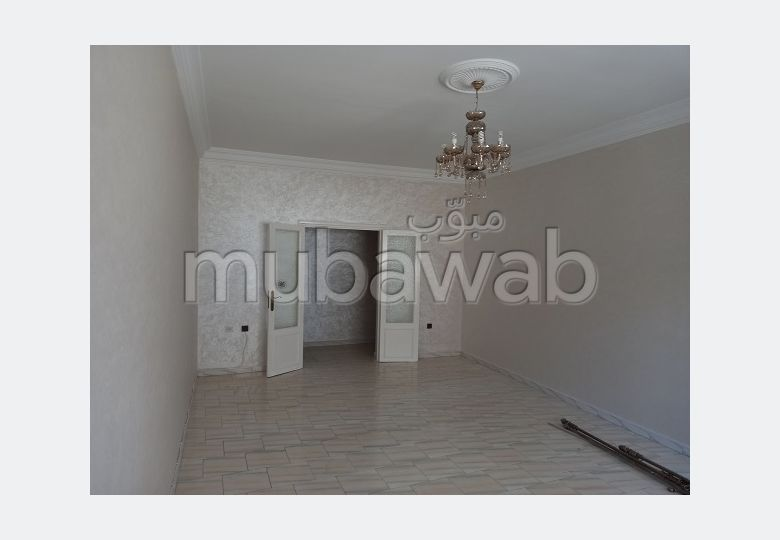 Find an apartment for rent in Administratif. 2 rooms. Residence with Caretaker.