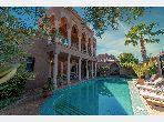 Villa de lujo en venta en Ennakhil (Palmeraie). Dimensión 380 m². Aire condicionado y piscina.