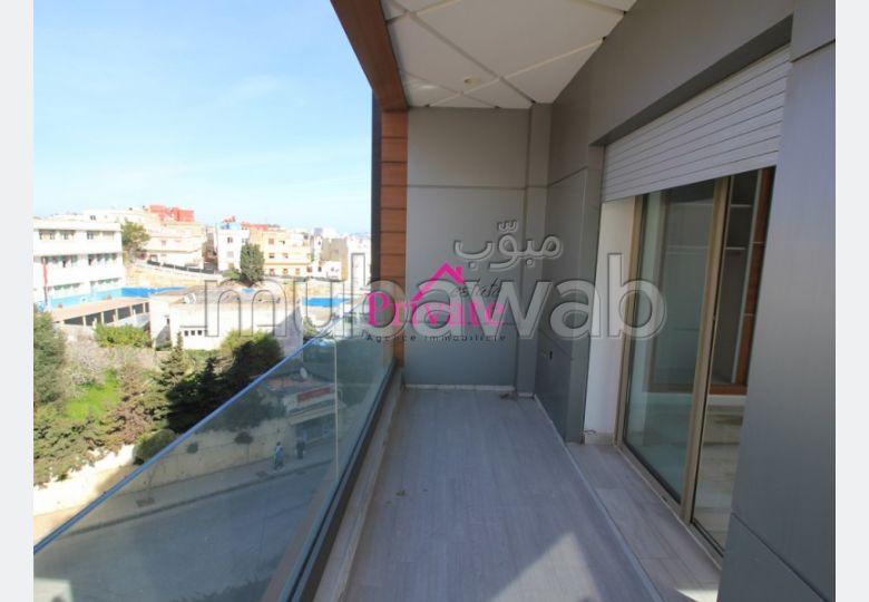 Bonito piso en venta. Dimensión 127 m². Plazas de parking y terraza.