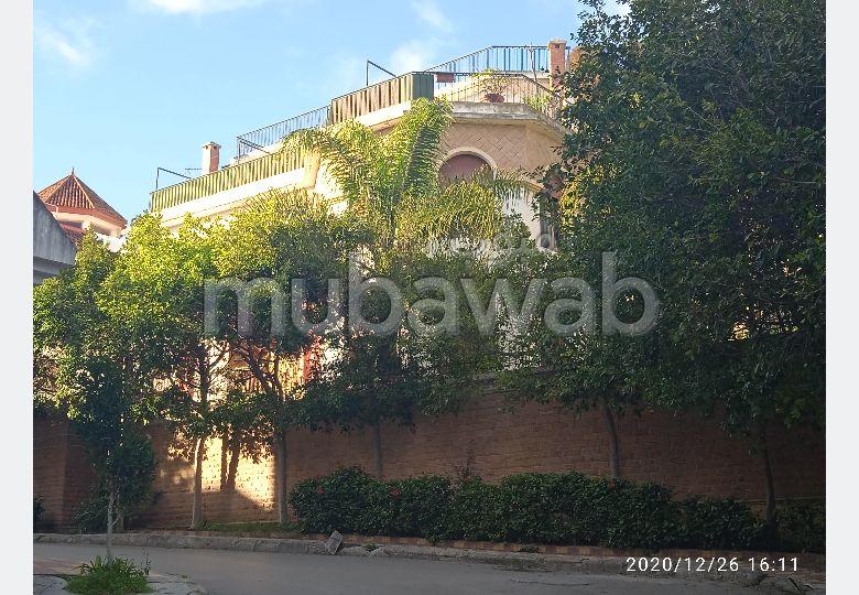 فيلا جميلة للبيع ب ايبرية. 5 غرف جميلة. حديقة وشرفة.