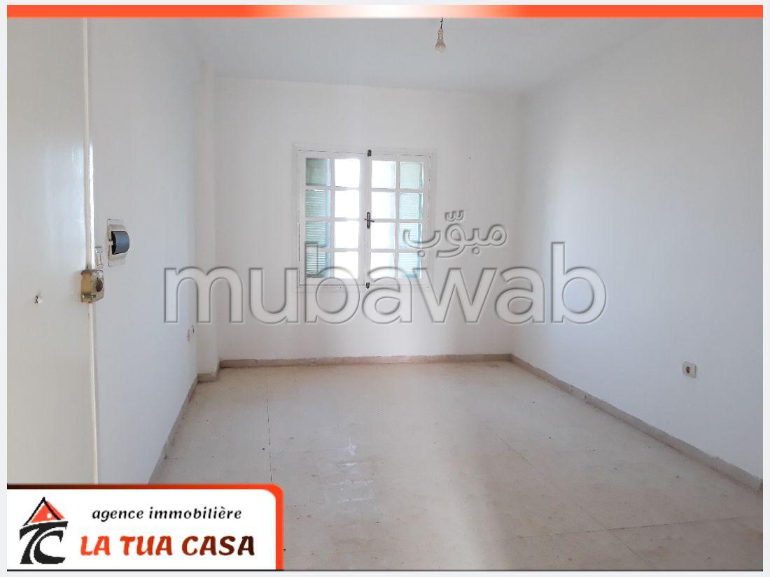 Superbe appartement à vendre. Surface totale 120 m². Belle vue sur mer