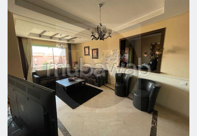 شقة رائعة للبيع بطريق الدارالبيضاء. 3 قطع مريحة. بواب ومكيف الهواء.