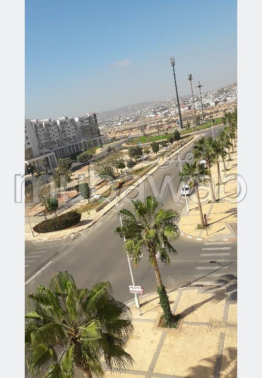 Appartement à louer à Agadir. 3 chambres. Ascenseur et terrasse