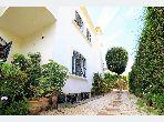منزل ممتاز للبيع ب عين الذياب امتداد. المساحة الكلية 450 م². إطلالة بحرية ، التدفئة المركزية.