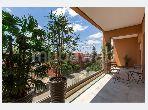 شقة جميلة للبيع بحي الشتوي. 2 قطع كبيرة. مسبح ، مكيف هواء.