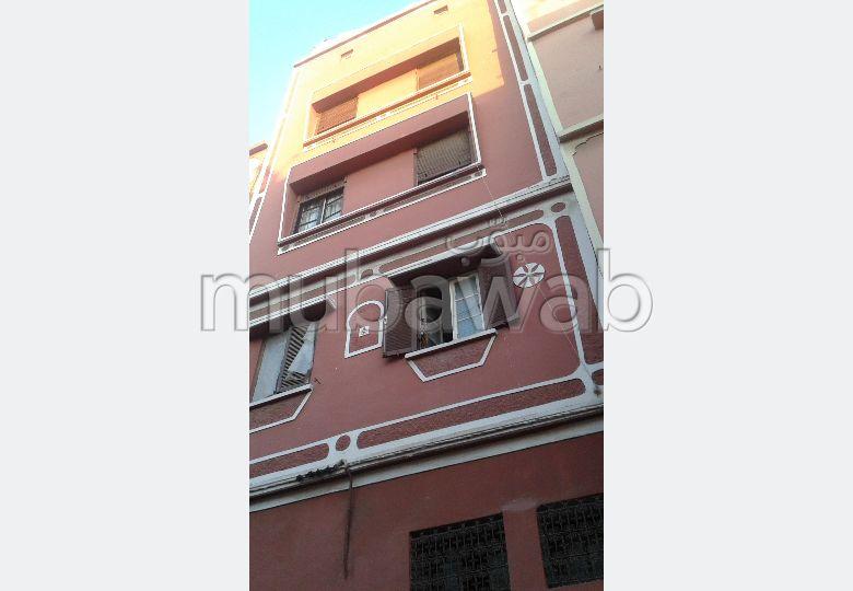 Bonito piso en venta en Al Ahd Al Jadid. Superficie 64 m². Bodega, gran terraza.