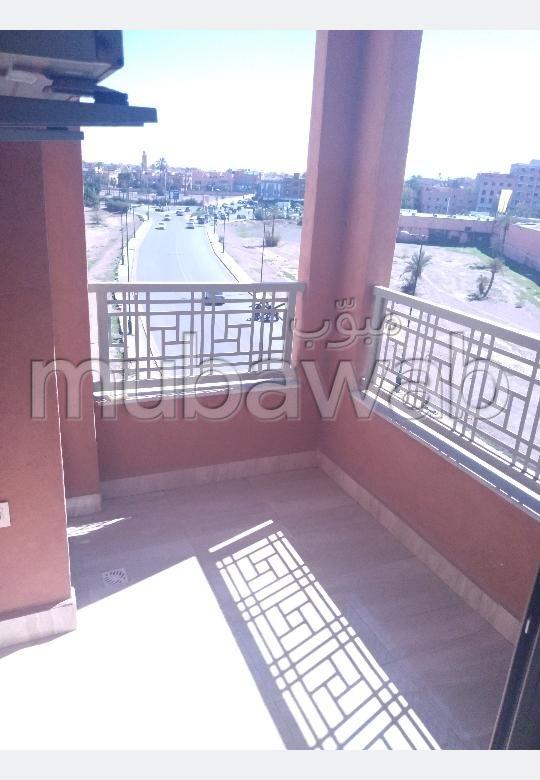 Très bel appartement en location à Marrakech. Superficie 100 m². Conciergerie à disposition, système de climatisation