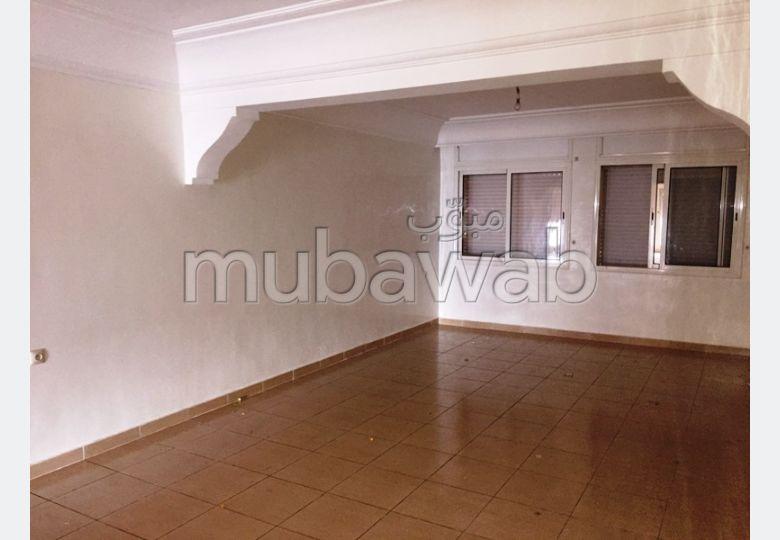 Magnífico piso en alquiler en Centre. 3 Dormitorios. Antena parabólica general, barrio seguro.