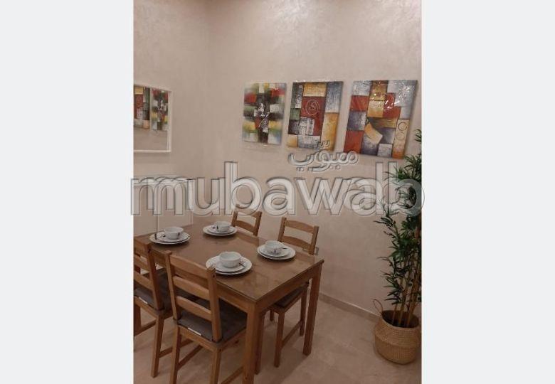 Très bel appartement en location à Marrakech. 3 grandes pièces. Bien meublé