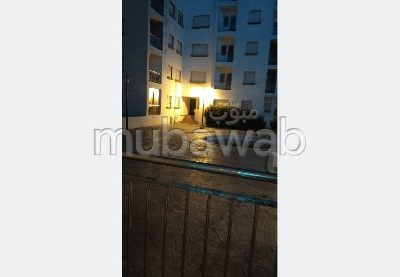 Sale of a lovely apartment in El Oued. 6 comfortable rooms. Green areas, Balcony.