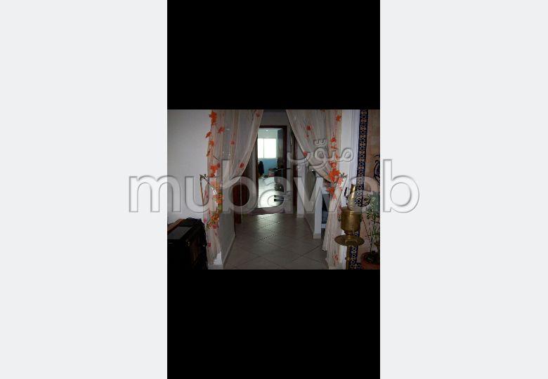 Piso en venta en Dyour Nejjar. Superficie 141 m². Ascensor y plazas de aparcamiento.