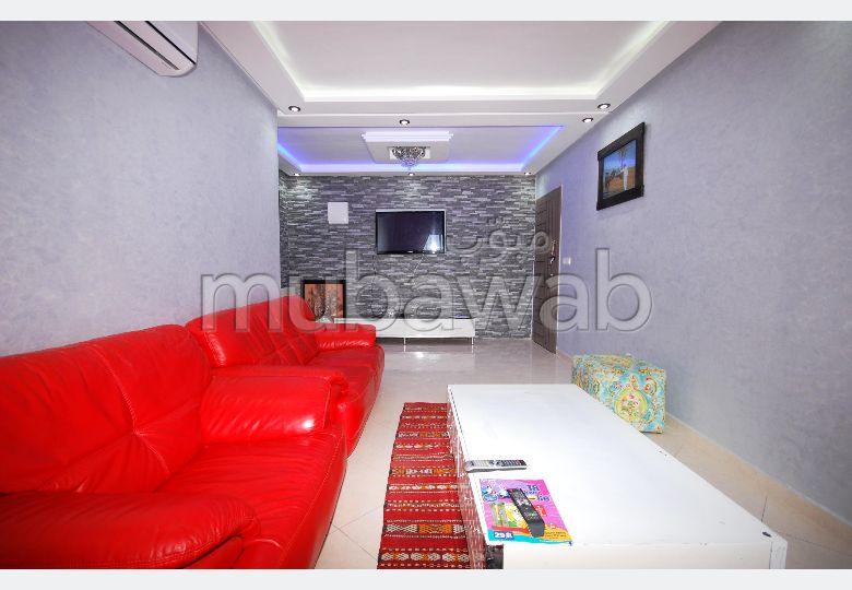Piso en alquiler en Hay Mohammadi. 3 habitaciones grandes. está amueblado con buen gusto.