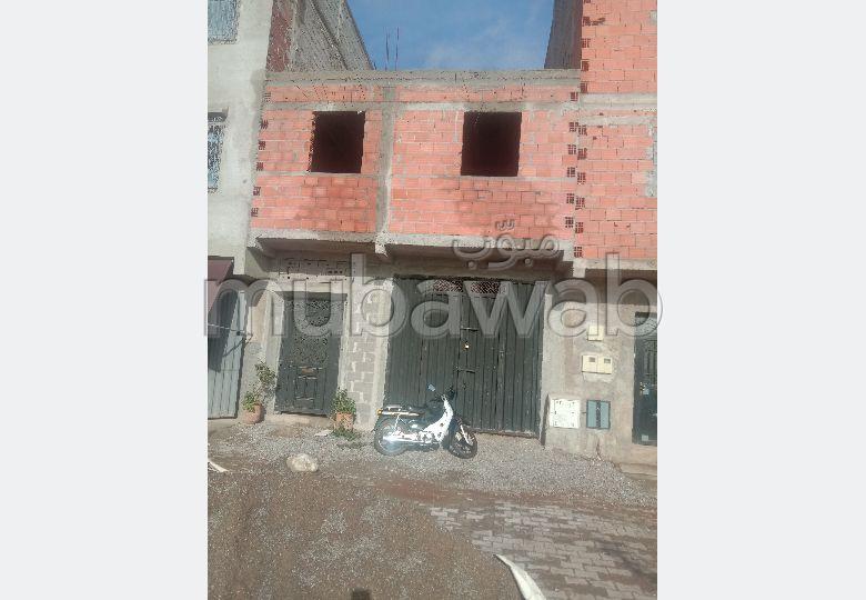 بيع منزل بالمحاميد. المساحة الإجمالية 70 م². صالون تقليدي.