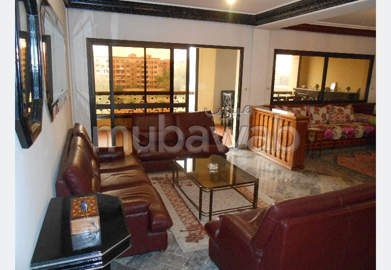 شقة رائعة للإيجار بحي الشتوي. 5 قطع مريحة. صالون مغربي تقليدي ، إقامة آمنة.