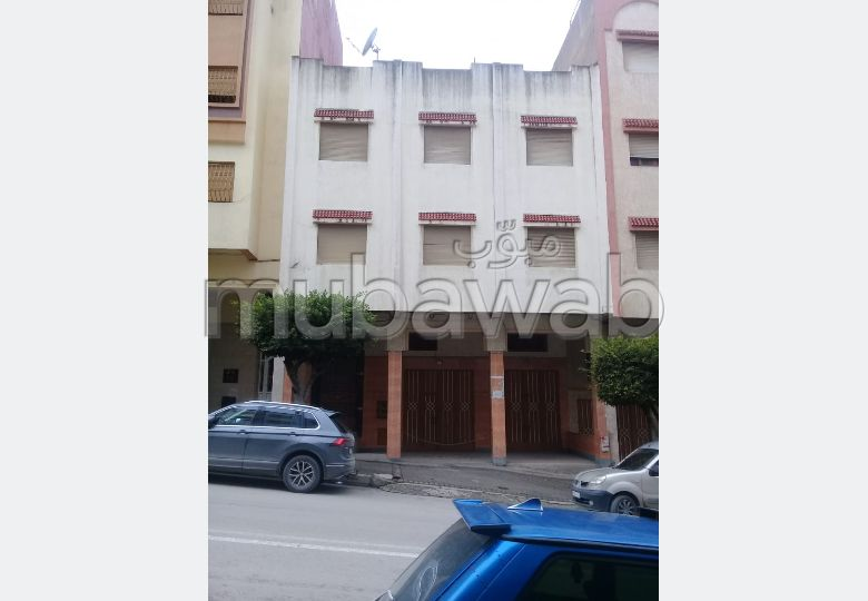 Fabulous apartment for sale in Branes 1. 5 beautiful rooms. Secured door, furnished Moroccan living room.