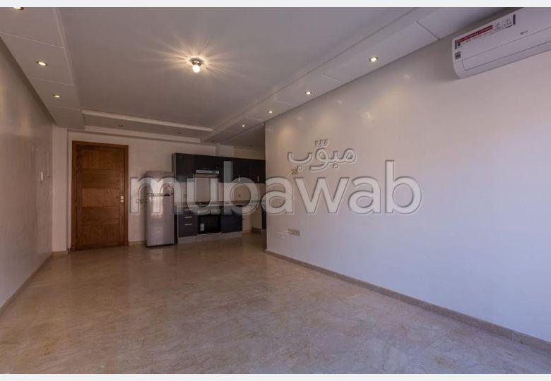 شقة للكراء بكليز. 1 غرفة جيدة. إقامة بالبواب ، ومكيف هوائي.