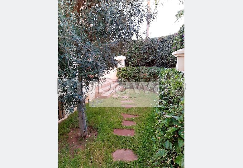 Belle Villa à Vendre sur Ain Diab (A RENOVER)!!