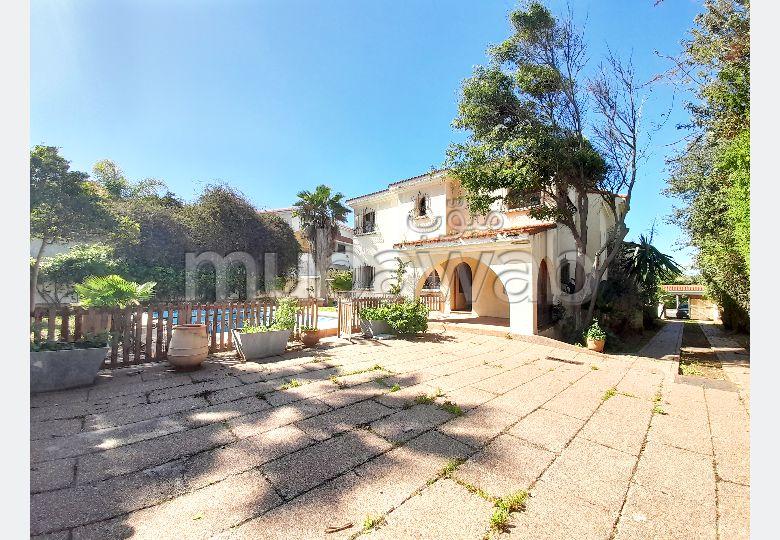 Pour moderniser: villa à vendre Ain Diab de 1378m²