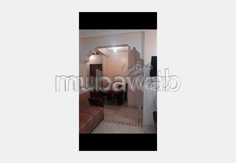 شقة جميلة للبيع بطريق الدارالبيضاء. المساحة الكلية 62 م². تتوفر الإقامة على خدمة الكونسياج ونظام تكييف الهواء.