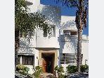 منزل فخم للبيع بحي كاليفورنيا. 4 غرف جميلة. مكيف الهواء و مدفأة.