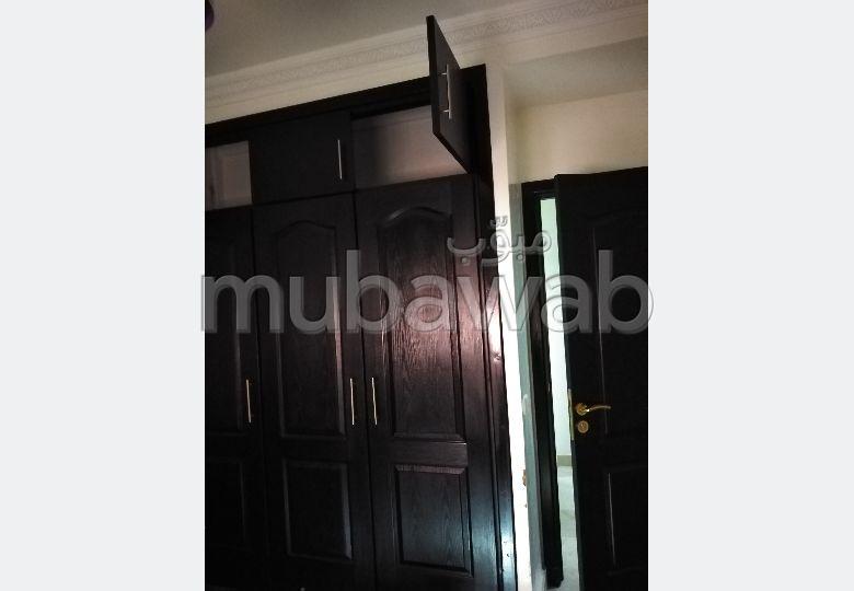Piso en venta en Amerchich. 4 habitaciones grandes. Ventanas con doble acristalamiento y puerta blindada.