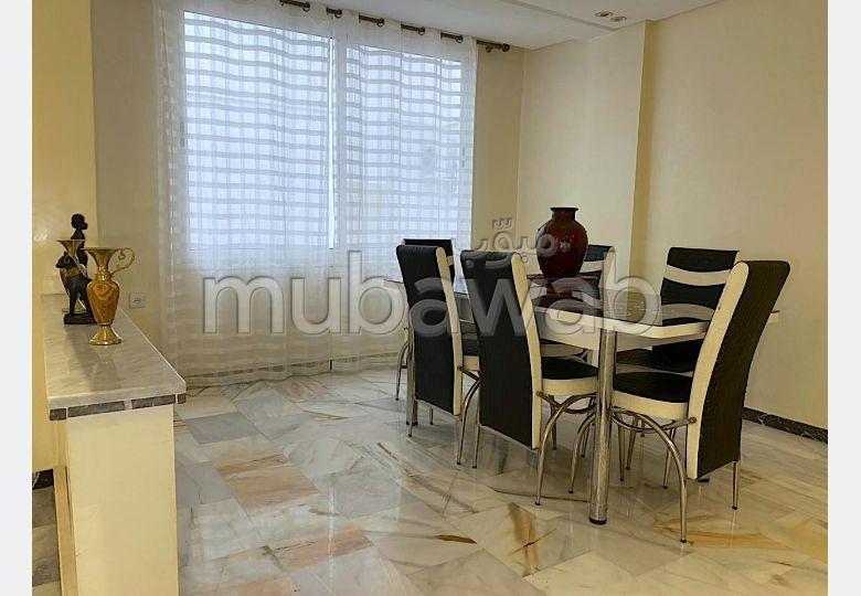 شقة جميلة للكراء بكليز. المساحة 180 م². مفروشة.